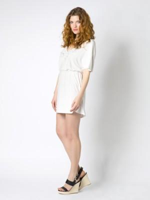 Patrizia Pepe - Короткое платье с цветочной вышивкой на горловине от Patrizia Pepe